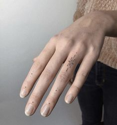 Finger Tattoo For Women, Hand Tattoos For Women, Finger Tattoos, Body Art Tattoos, Sleeve Tattoos, Word Tattoos, Mini Tattoos, Cute Tattoos, Small Tattoos