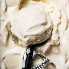 This no-churn paleo and keto vanilla ice cream is ridiculously creamy and fragrant. Plus, it won't freeze rock solid, like your usual homemade low carb ice cream! Low Carb Keto, Low Carb Recipes, Ph Food Chart, Low Carb Ice Cream, No Churn Ice Cream, Diet Plan Menu, Vanilla Ice Cream, Ice Cream Recipes, Dairy Free