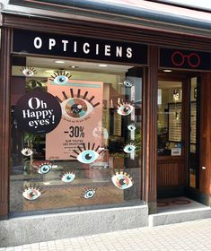Vitrine Opticiens Maurice Frères - mai-juin 2018 : Oh Happy eyes ! #opticiens #opticien #opticienindependant #lunettes #glasses #vitrines #windows #happy #eye #mauricefreres #opticiensmauricefreres