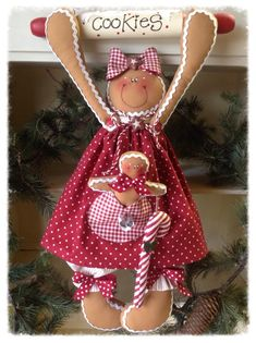 100 Brilliant Projects to Upcycle Leftover Fabric Scraps - Adjourna Gingerbread Crafts, Gingerbread Decorations, Christmas Gingerbread, Gingerbread Men, Christmas Projects, Holiday Crafts, Christmas Crafts, Christmas Ornaments, Sewing Patterns Free