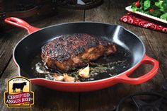 Classic Pan-Seared Ribeye Steak Recipe Provided By Certified Angus Beef ® - use a Le Creuset skillet on stovetop or grill for a flavorful deep sear Roast Recipes, Top Recipes, Steak Recipes, Cooking Recipes, Pan Seared Steak, Swiss Steak, Angus Beef, Le Diner, Veggies