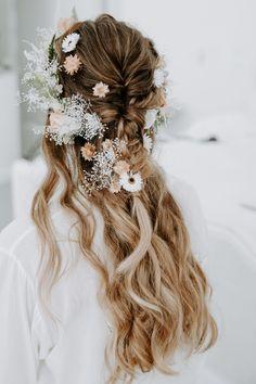 Beachside Boho Elopement in San Diego Boho Bridal Hair, Bridal Beauty, Boho Hairstyles, Wedding Hairstyles, Bridal Hairstyle, Mumu Wedding, Bridal Hair Inspiration, Flower Crown Hairstyle, Boho Rock