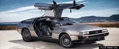 De DeLorean DMC-12, dit is een samenwerking geweest tussen Lotus en DeLorean. de verschijning van dezeauto zelf is niet heel mooi en de prestaties zijn ook niet baanbrekend dus wat is het dat deze auto toch zo belangrijk, bekend en beroemd maakt? Het is een filmster. Als je de film 'back to the future' gezien hebt weet je dan waarschijnlijk ook van alles over deze auto. dat er normaal niet in zit. wat wel klop is zijn topsnelheid, die is 88 mph en ook voor zijn leeftijd ook nog geen eens…