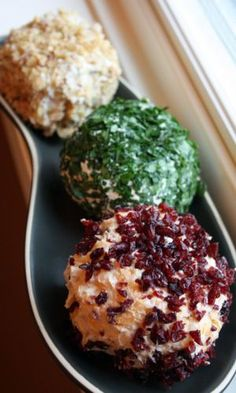 Cheese ball 3 ways. usually cheap, and helps feed a room full of nibblers. Fingerfood Party, Appetizers For Party, Appetizer Recipes, Parties Food, Cheese Ball Recipes, Potato Recipes, Vegetable Recipes, Partys, Appetisers