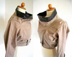 Bartinkiによってupcycled茶色のフェイクレザーユニークなデニムジャケット