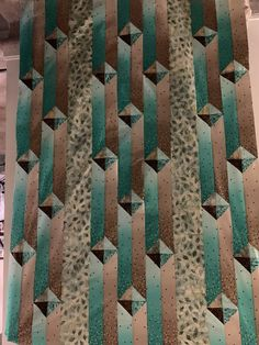 Gentlemen's agreement quilt Modern Quilt Patterns, Quilt Block Patterns, Pattern Blocks, Quilt Blocks, 3d Quilts, Scrappy Quilts, Easy Quilts, Labrynth Quilt Pattern, Quilting Ideas