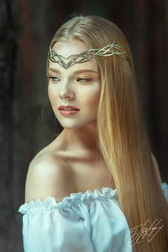 Elven Princess, Medieval Princess, Elvish Wedding, Medieval Wedding, Looks Hippie, High Fashion Makeup, Fantasy Hair, Fantasy Makeup, Renaissance Fashion