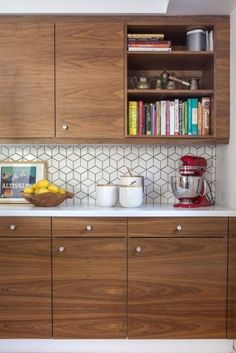 Check out this mid century modern kitchen renovation. A Vintage Splendor shares … Check out this mid century modern kitchen renovation. A Vintage Splendor shares tips, sources, and information to get an updated kitchen. Modern Kitchen Interiors, Modern Kitchen Design, Interior Design Kitchen, Modern Interior, Modern Retro Kitchen, Contemporary Kitchens, Modern Kitchens, Modern Contemporary, Modern Design