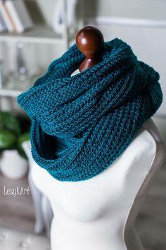 Crochet infinity scarf - hdc into back loop only going in rounds, raise 2slst and turn every row end. #LesykArt Безкінечний шалик гачком - напівстовпчик з накидом в задню петлю, ряди колами, підйом на 2 повітряні і повернути в кінці ряду #ЛесикАрт Craft Ideas, Knitting, Crochet, Winter, Recipes, Art, Fashion, Cute Blouses, Winter Time