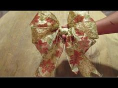 Como Hacer un Moño en Doble Color / How to Make Bow Easy Ribbon Christmas Bows, Christmas Time, Christmas Crafts, Christmas Decorations, Xmas, Christmas Ornaments, How To Make Bows, How To Make Wreaths, Ribbon In The Sky