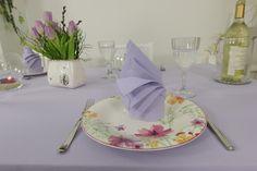 Für eine hochwertige Tischgestaltung sind Servietten aus Stoff wesentlich effektvoller als eine Papierserviette.