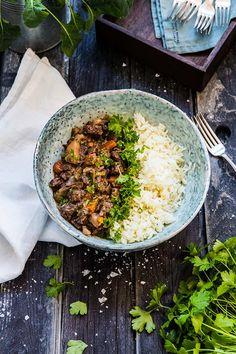 Köttgryta med rödvin, timjan och rotsaker Kitchen Recipes, New Recipes, Crock Pot Food, Sugar And Spice, Fried Rice, Stew, Crockpot, Slow Cooker, Curry