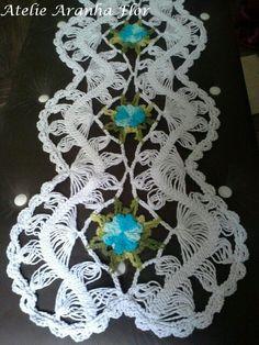 Trilho de mesa em croche de grampo: