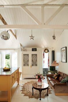 Beach House Kitchens, Home Kitchens, Farmhouse Kitchens, Farrow Ball, Somerset, Pearl Lowe, Shaker Kitchen Cabinets, Devol Kitchens, Bohemian Beach