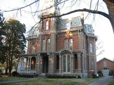 raysay92: Say hello to the Woodruff-Fontaine House. It was built in the 1870s in my new favorite location in Memphis, Victorian Village, more specifically 680 Adams Ave. Seriously, though. I'm in love. So anyway, this house unlike the others is still open for tours THANK GOODNESS. It was also preserved by the APTA (Association for the Preservation of Tennessee Antiquities) so snaps for them. It has a whole website if you wanna read up on some history. http://www.woodruff-fontaine.com/