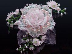 キラキラ桜色の華やか薔薇ビーズコサージュ #カザリ咲色 #ビーズ #ビーズフラワー #ビジュー #ハンドメイド #コサージュ #手作り #手芸 #アクセサリー #コスチュームジュエリー #薔薇 #バラ #bead #beads #bijou #beading #beadedflower #beadswork #beadwork #beadsph #bijoux #beaded #biser #corsage #handmade #rose