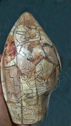 Los Aztecas llegaron mucho después de los Mayas. El gobierno Mexicano había decidido dar a conocer al público varios objetos arqueológico...