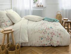 Linge de lit Rose trémière Métis lavé Linvosges - Linge de Lit Linvosges - Ventes-pas-cher.com -   😍Découvrir ici -   #Lingedelit #Linvosges #LingedeLitLinvosges #Draps #HoussedeCouette Comfy Bed, Bedding Collections, Bed And Breakfast, Comforters, Blanket, Bons Plans, Home, Cottages, Floral
