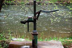 Comenzamos la jornada reflexionando con esta bella historia llamada El pozo... Más información: http://www.reikinuevo.com/el-pozo/