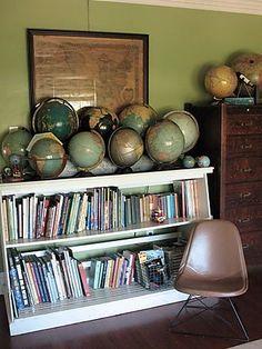 junkgarden: {Decorating with Maps} - globe collection Old Globe, Globe Decor, Globe Art, Vintage Globe, Vintage Maps, Displaying Collections, Traditional House, Bookcase, Interior Design