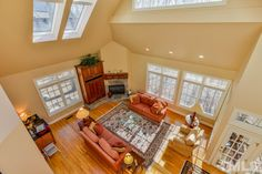 53520 Bickett has soaring ceilings, skylights, arched windows fill living spaces with light! 4 Bedrooms, 4 Full Baths, 2 Partial Baths 5,799 SF, 0.820 Acres Listing ID: 2041636 Price: $800,000 #governorsclub #chapelhillnc #governorsclubrealty #livingroom #amazinglivingrooms