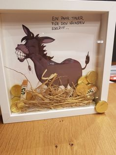 Gold donkeys money gift- Goldesel Geldgeschenk Gold donkey money gift Gold donkey money gift The post gold donkey money gift appeared first on wedding gift ideas. Birthday Gifts For Bestfriends, Birthday Gifts For Kids, Happy Birthday Cards, Diy Birthday, Birthday Presents, Diy Gifts For Kids, Presents For Kids, Diy Presents, Kids Diy
