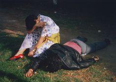 De 1948 jusqu'au moment de sa retraite forcée en 1979, le photographe mexicain Enrique Metinides a pris des milliers de clichés et suivis des centaines d'histoires, à Mexico même et dans les alentours. Sa prédilection le portait vers le spectaculaire : accidents de voiture ou de train, biplan échoué sur un toit de maison,...
