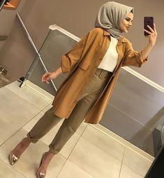 Hijab styles 399905641907755467 - Kombinimiz stoklarda 🖤🖤 Tunik fiyatı Source by Casual Hijab Outfit, Hijab Chic, Hijab Dress, Casual Dresses, Casual Outfits, Abaya Fashion, Muslim Fashion, Modest Fashion, Fashion Clothes