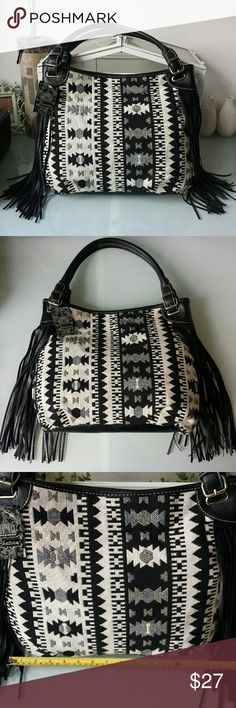 Black, Cream & Gray Woven Tribal Fringe HoBo Bag Black, Cream & Gray Woven Tribal Fringe HoBo Bag Snap Closure Brand: Chateau International Size: Large Sized RP: $39.99 NWT Chateau Bags Hobos