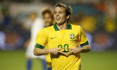 Atualmente no Shaktar Donestk, o meia Bernard está de férias no Brasil e aproveitou para revelar que o seu desejo de defender novamente o Atlético-MG.