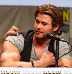 "hgykhotguys: ""Why is Chris Hemsworth so gorgeous? Hemsworth Brothers, Chris Hemsworth Thor, Muscle Hunks, Couple Relationship, Muscular Men, Chris Evans, Beautiful Boys, Sexy Men, Hot Guys"