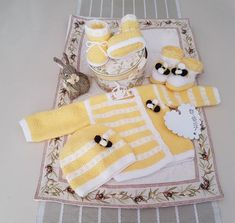 Bunnykids Honey Baby knitting pattern Set for 0 to 12 months at Etsy and www.tbeecosy.com