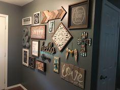 entrance way decor Family Wall Decor, Room Wall Decor, Diy Wall Decor, Diy Home Decor, Home Living Room, Living Room Decor, Deco Champetre, Dining Room Walls, Rustic Decor