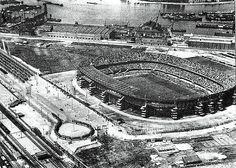 De Kuip is jarig. 75 jaar. Hoera. Soccer Pictures, New Pictures, Rotterdam, Football Stadiums, Holland, Old Town, Netherlands, City Photo, Around The Worlds