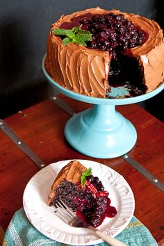 Do you ever really need an excuse to eat chocolate? This cake is absolutely decadent with hints of coffee combined with a filling and topping of roasted blueberries and blackberries. Best Cake Recipes, Cupcake Recipes, Baking Recipes, Sweet Recipes, Cupcake Cakes, Dessert Recipes, Cupcakes, Top Recipes, Drink Recipes
