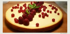 Cheesecake cu ricotta si mascarpone Cheesecakes, Ricotta, Food And Drink, Gluten, Sweets, Desserts, Pies, Mascarpone, Tailgate Desserts