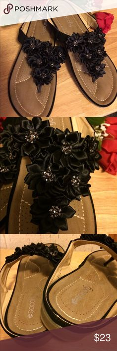 🌹Socofy Sandals Black Flowers Soft beach flat slippers. Can be used for casual daily or beach ware. Summer autumn , anytime you want to wear them. Heel is 2.5 CM. Flowers are black satin. Inside flowers is small beads. Band around ankle feels like black velvet. Shoe is padded for comfort and very comfortable. Size 9 but runs small. Would fit 8.5 very well.NWOT. Socofy Shoes Sandals