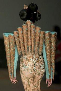 Guo Pei Couture - details- catwalk - runway - model - fashion
