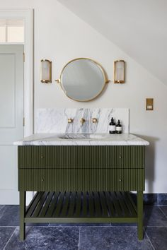 Hound House, Oxfordshire A beautiful newly built country home from reclaimed materials in the Oxfordshire countryside, a project by hám interiors. Bathroom Renos, Bathroom Interior, Brass Bathroom, Bathroom Hardware, Bathroom Ideas, Travertine Bathroom, Remodled Bathrooms, Neutral Bathroom, Transitional Bathroom