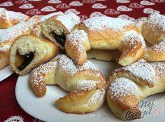 Domácí kynuté rohlíčky s povidly | NejRecept.cz No Bake Cake, Bagel, Doughnut, French Toast, Food And Drink, Bread, Baking, Breakfast, Desserts