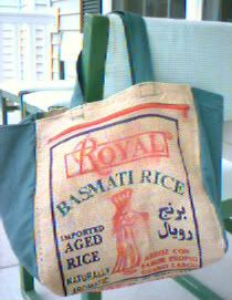 Condo Blues: 2 Rice Bags Turned into Shopping Tote Bags Burlap Purse, Burlap Bags, Sewing Tutorials, Sewing Projects, Bag Tutorials, Royal Basmati Rice, Feed Sack Bags, Bag Patterns To Sew, Tote Pattern