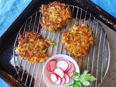 Rutabaga latkes E: rutabaga, scallion, egg, coconut flour, hemp seeds, salt, pepper, nutmeg, oil