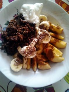 I was craving chocolate this morning, so I made chocolate-cinnamon porridge/oatmeal +I had 1banana with flaxseeds, 1apple with cinnamon and some greek yoghurt.