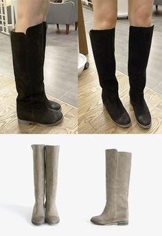 经得起考验的简约长靴! 怀旧感的绒面,浓浓的复古情怀极有韵味! 经典的小圆头,凸显女性柔美气质~ 舒适的低跟,体现设计师对细节的关怀~ 简约却不简单,怎么配都好看! -绒面- -小圆头- -低跟-