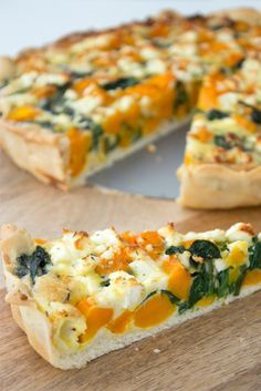 Quiche with pumpkin, spinach and feta Easy Healthy Recipes, Raw Food Recipes, Veggie Recipes, Healthy Cooking, Lunch Recipes, Vegetarian Recipes, A Food, Good Food, Yummy Food