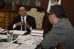 El gobernador de Michoacán continuó este día las reuniones con los integrantes del Gabinete legal, a fin de evaluar el alcance de las acciones emprendidas por las diversas dependencias en ...
