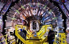 """Fizicienii timişoreni de la Universitatea de Vest vor face parte din echipa ce va analiza datele obţinute în procesul de cercetare a """"particulei lui Dumnezeu"""" ( n.r. bosonul Higgs) realizat cu acceleratorul de particule de lângă Geneva...."""