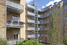 Odensegade, København. Renovering, altaner og elevatortårne af Pålsson Arkitekter
