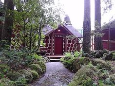 VRBO.com #559026 - Little Yew Lodge - Romantic 1920s Riverfront Cabin with Vintage/Modern Decor