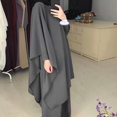 MH: I can never pull off this type of style 😅 Once again, I'll look like a potato sack. Admire y'alls out there who make this style effortless! Niqab Fashion, Modern Hijab Fashion, Muslim Women Fashion, Modesty Fashion, Islamic Fashion, Kimono Fashion, Hijab Dress Party, Hijab Style Dress, Hijab Chic